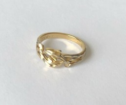 COP 92 Signed Filigree Gold Tone Ring Size 5 - $14.44