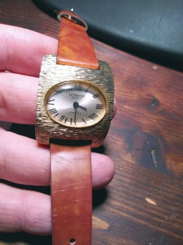 Vintage La Montre Womens Quartz Watch.  image 2