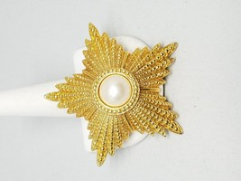 Gorgeous Gold Tone Star Pin Vintage Brooch Faux Pearl Center - $15.29