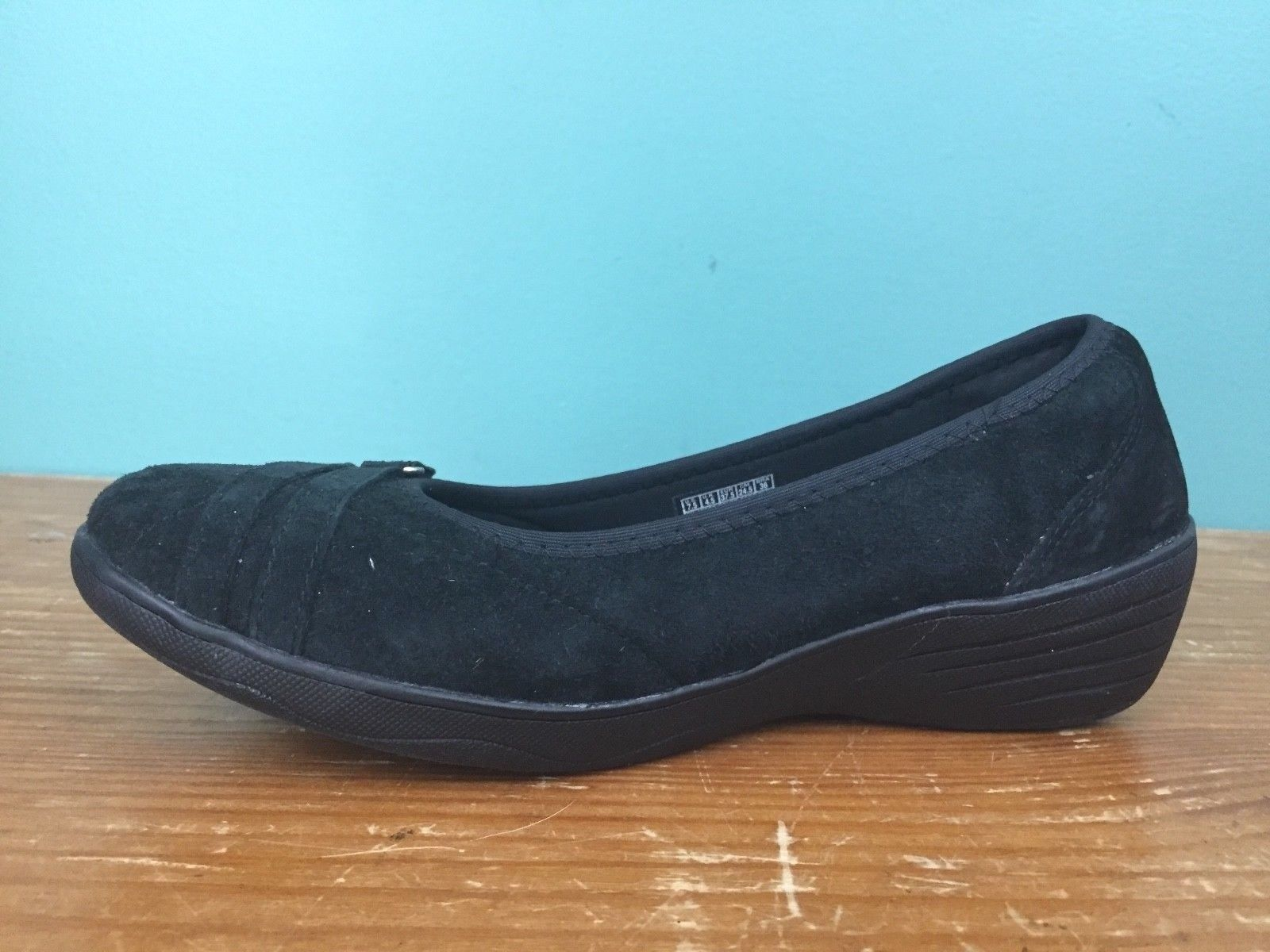 Skechers Kiss Women's Stretch Fit Air-Cooled Memory Foam Shoes -Size 7.5 - Black