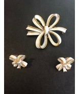 Vintage Crown Trifari Enamel Bow Pin Clip Earring Set Goldtone White Mid... - $43.46