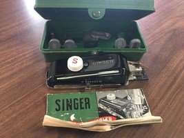 Vintage Singer Buttonholer In Case & Extra Attachments B78 - $11.64