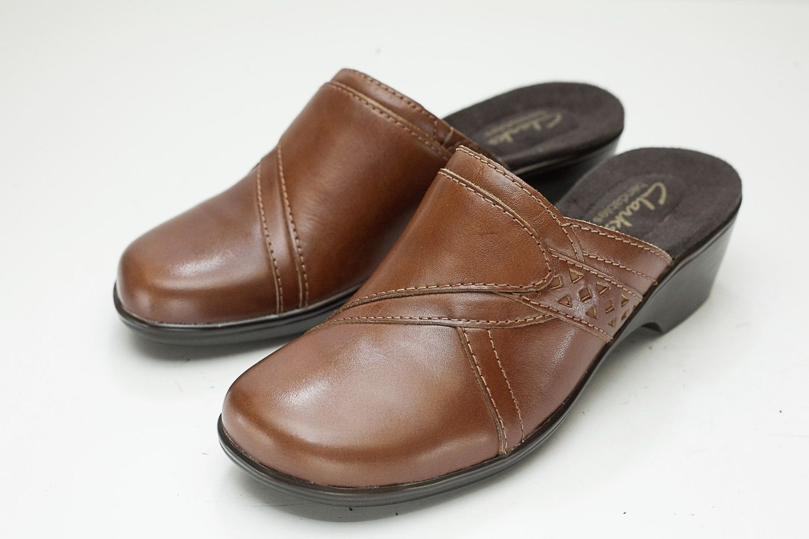 Clarks 5.5 Brown Mules