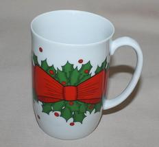 Fitz Floyd Holly Wreath Mug 1976 Christmas Holiday Bow Berries - $9.55