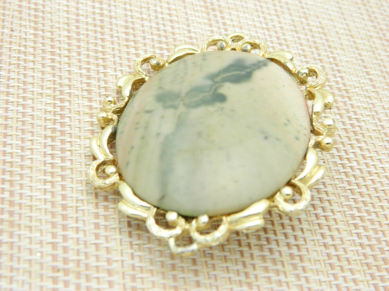 Peach Cream Green Agate Stone Gold Tone Pin Brooch Vintage Large image 2