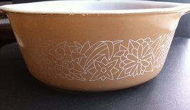 Vintage Pyrex Corning Woodland Tan 472 B Casserole Dish Retro Flowers~750 ml USA - $9.75