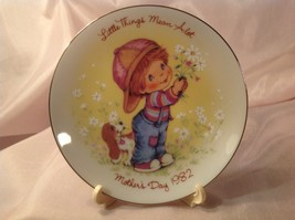 "MOTHER'S DAY, 1982, ""LITTLE THINGS MEAN A LOT"", MINI PLATE, AVON COLLECT... - $1.88"