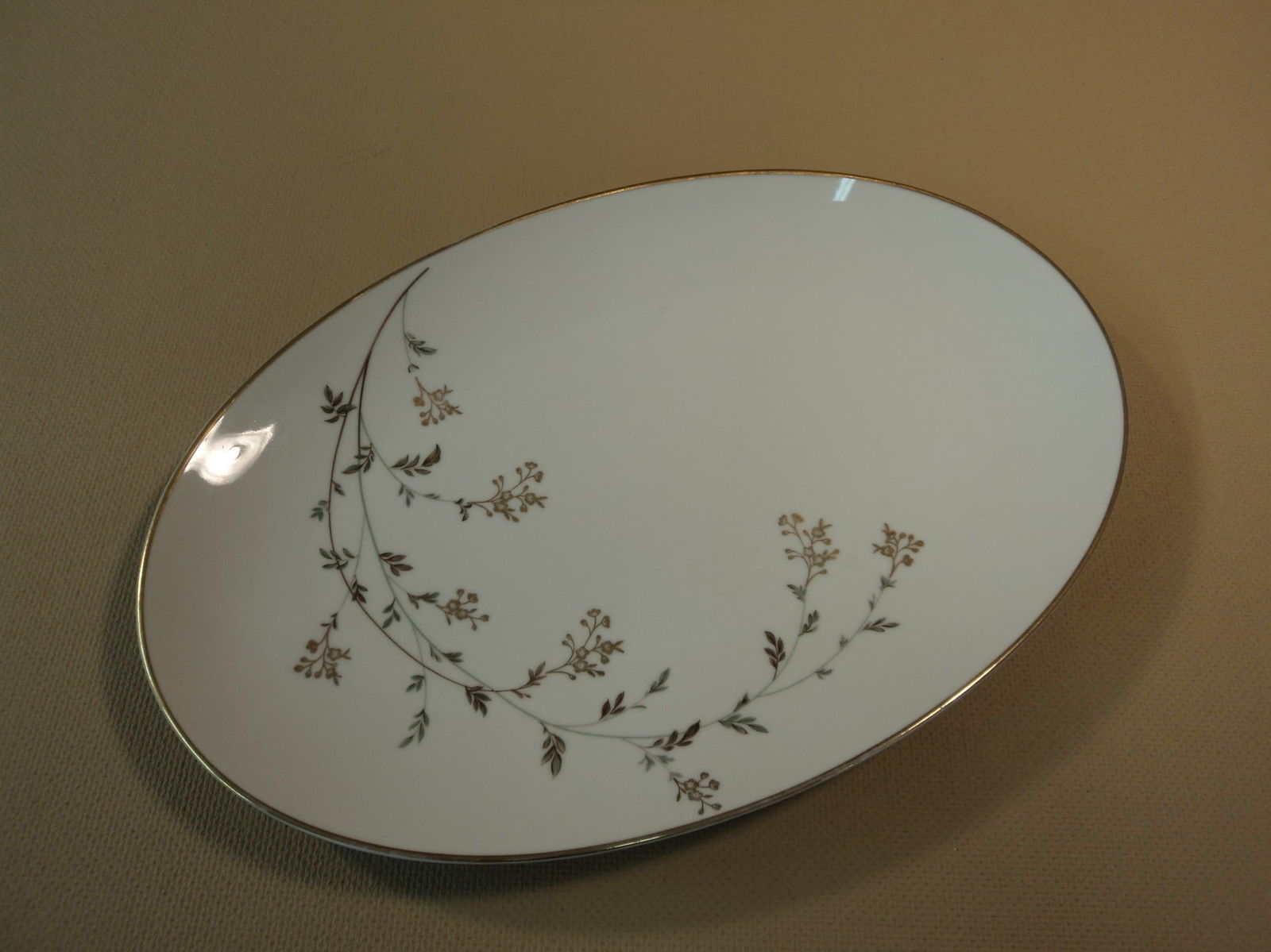 Noritake 5524 Andrea 14in Oval Serving Platter White/Gold/Gray Leafs Stems China