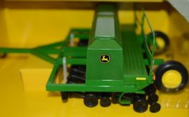 John Deere TBE45430 Die Cast Metal Replica 2002 1590 Grain Drill image 4