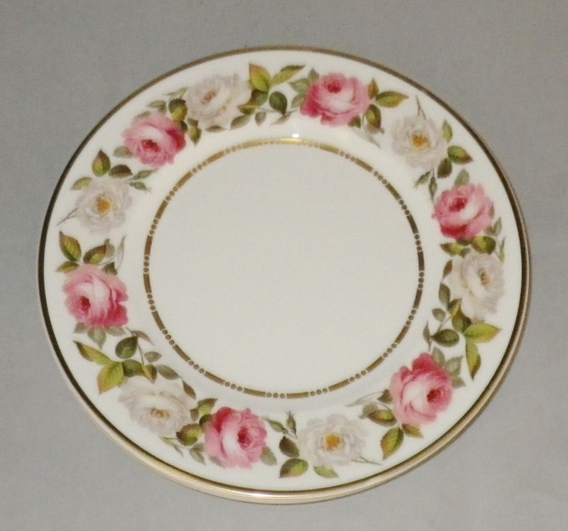Royal Worcester Royal Garden Bone China Dinner Plates Pink and White Roses (4)