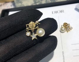 AUTH Christian Dior 2019 DIO(R)EVOLUTION Pearl Crystal Star Dangle Earrings Gold image 6