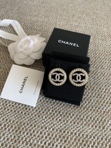NEW AUTHENTIC CHANEL CC Gold ROUND PEARL Large Logo Stud Earrings RARE image 6
