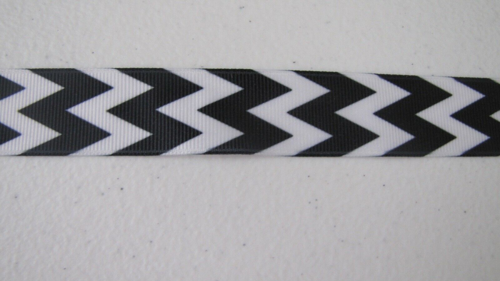 Primary image for White/Black Chevron Grosgrain Ribbon 7/8 Inch BTY