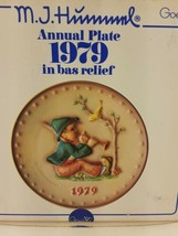 Hummel Collector Annual Plate in bas relief GOEBEL 1979 in Original Box - $9.65