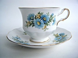 Queen Anne Bone China Tea Cup & Saucer Blue Daisy Pattern Made In England - $14.80