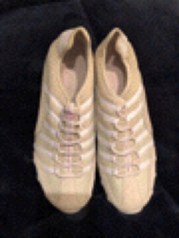 SKECHER's Slip On Fashion Sneakers Walking Beige Shoes Women's Size 10