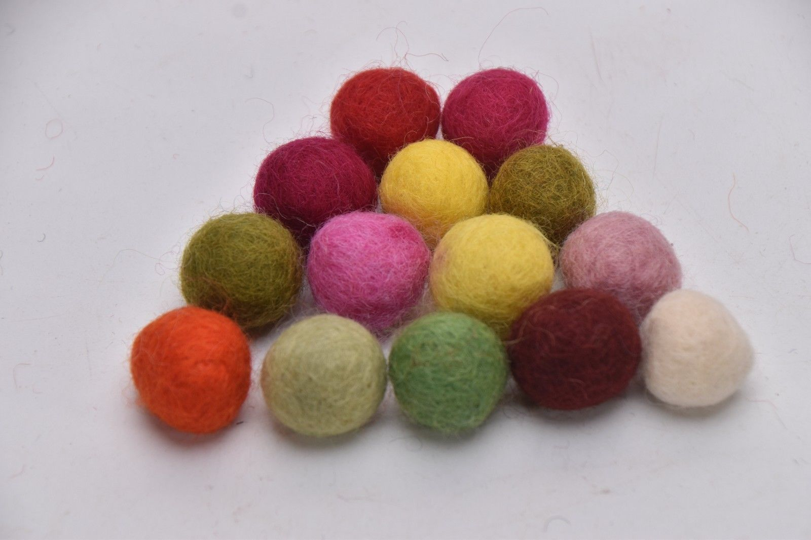 HOTPOT PAD MULTI COLOR POM BALLS FRECKLE Felt Ball ROUND Wool Circle NEPAL