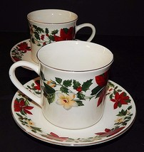 2 Gibson Designs Poinsettia Christmas Cups and Saucers Stoneware Red Green - $557,95 MXN