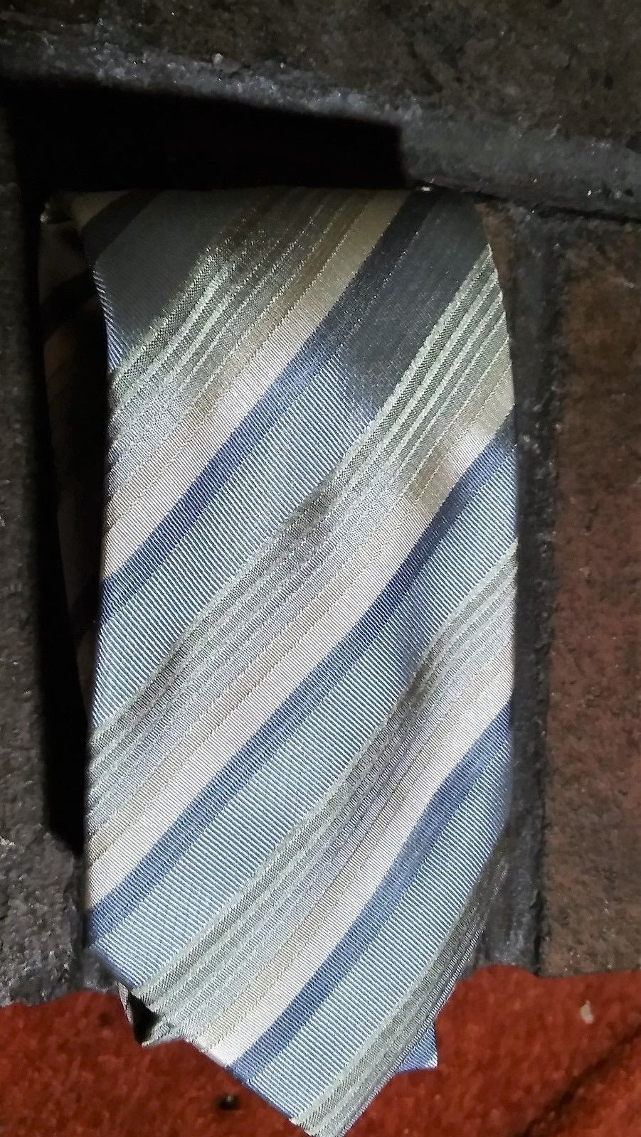 "Kenneth Cole New York Necktie 59"" L x 4"" W  VGUC image 1"