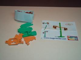 Kinder - 2005 C84 2 Monkeys + paper + sticker - surprise eggs - $1.50