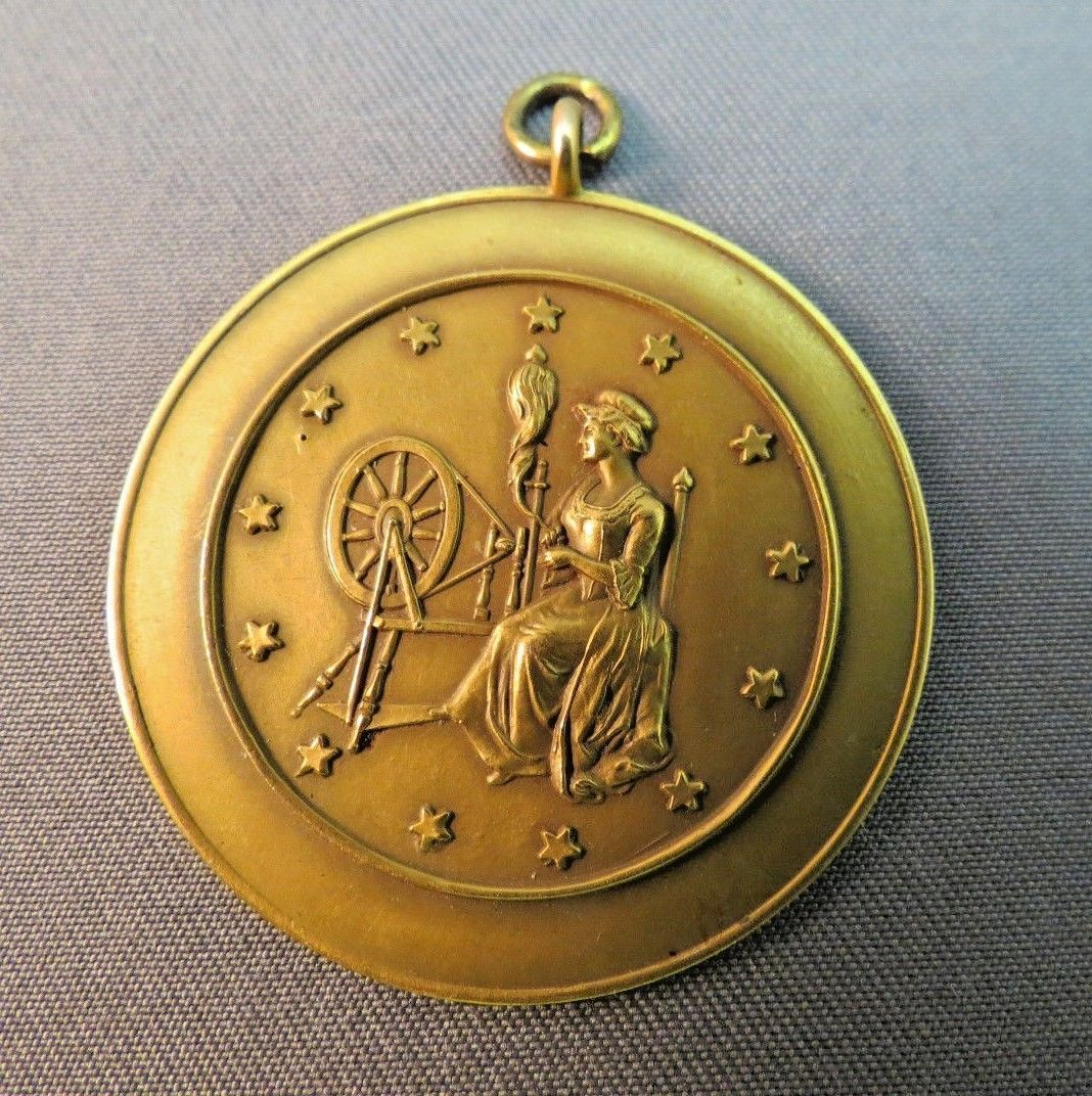 Antique Solid 14k Yellow Gold Pendant 8.2g History & Civics 1933 Spinning Wheel