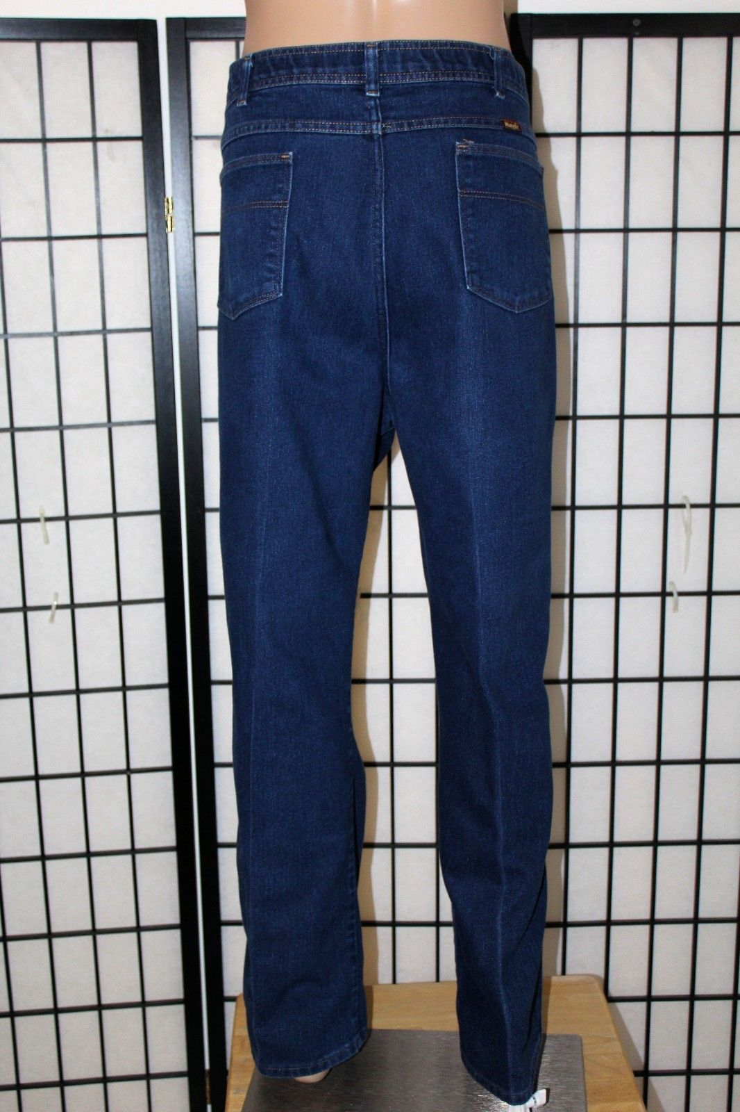 4a5e5679635 WRANGLER Comfort Solutions Men s 46x32 and 50 similar items. 57