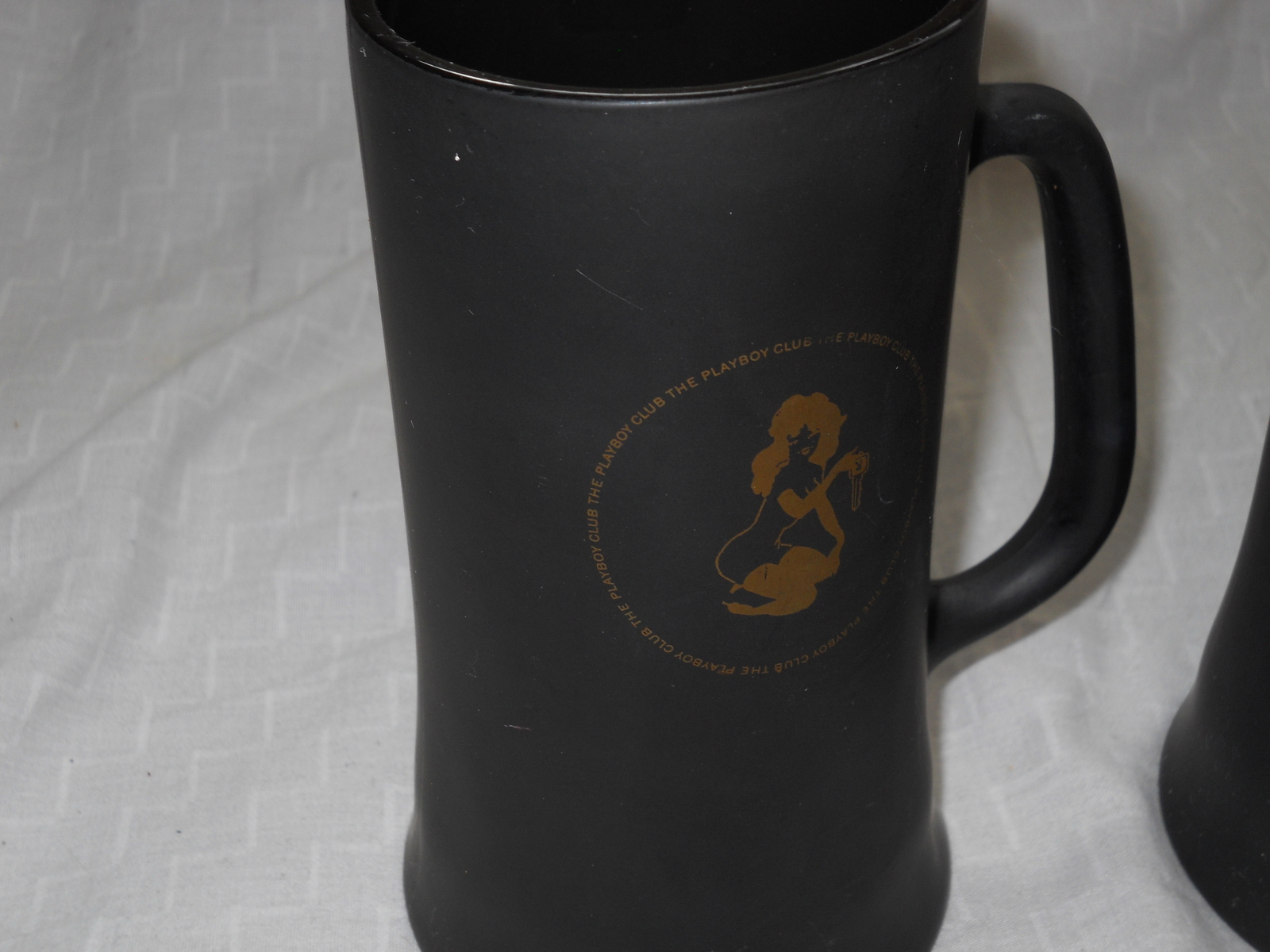 TWO PLAYBOY CLUB BLACK & GOLD FROSTY GLASS COFFEE MUGS, BEER STEIN CUP VTG 60's image 4