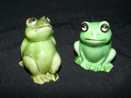 Vtg FROGS Miniature Hard Plastic Figurines Figures Hong Kong - £2.81 GBP