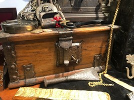 TREASURE CHEST SPAIN 1700'S PIRATE GOLD COINS TREASURE ARTIFACT  - $4,950.00