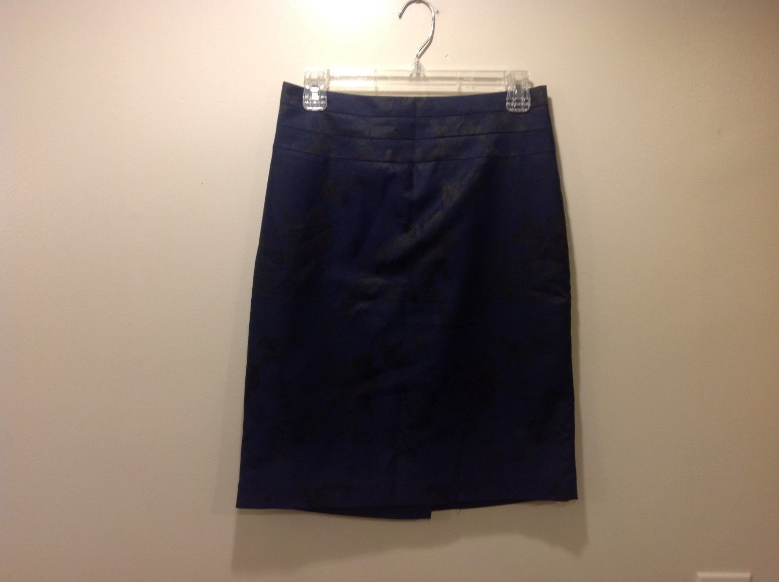 H&M Navy Blue Mid Length Skirt w Black Floral Pattern Sz 8