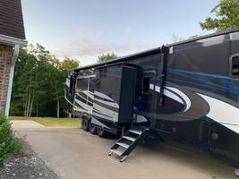 2019 FOREST RIVER XLR THUNDERBOLT 422AMP For Sale In moscow, PA 18444 image 1