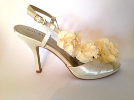 Kelly & Katie Off White Ivory Flower Bridal Sling Back Heel Shoe 7.5 - $43.44
