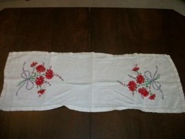 VINTAGE LINEN CHIC EMBROIDERED RED FLOWERS BOWS RUNNER DRESSER SCARF SHABBY - $26.59