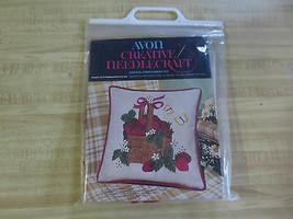 "Vintage Avon BASKET OF STRAWBERRIES Crewel Embroidery PILLOW Kit  - 14"" ... - $5.94"