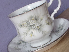 Vintage Paragon First Love bone china white rose anniversary tea cup teacup - €43,06 EUR