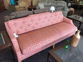 RAYMOND WAITES Rolled Arm Damask Sofa by LANE - €1.961,63 EUR