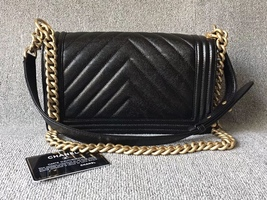 AUTHENTIC NEW CHANEL BLACK CHEVRON QUILTED CAVIAR MEDIUM BOY FLAP BAG GHW image 2