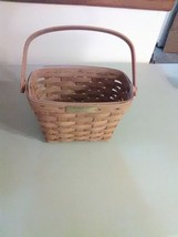 Longaberger 1991 Tour Basket with Movable Handle - $6.43