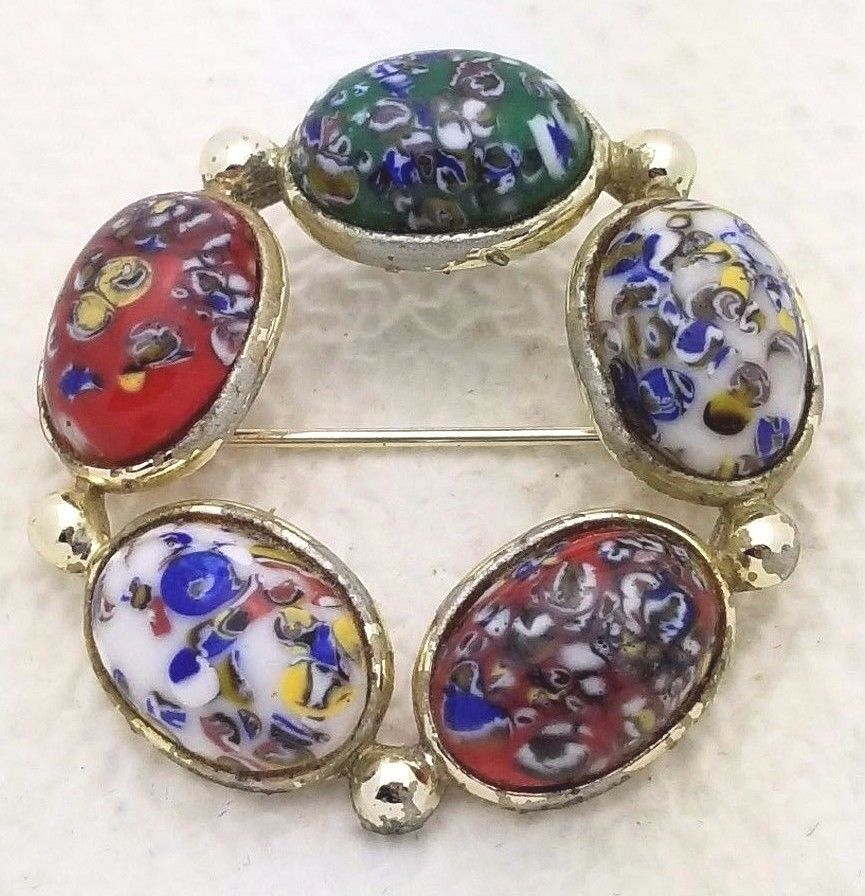 Vintage Gold Tone Muli-Color Speckled Art Glass Cabochon Circle Wreath Brooch