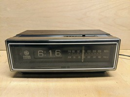 Vintage General Electric AM/FM Alarm Flip Clock Radio Wood Grain Model 7... - €33,90 EUR