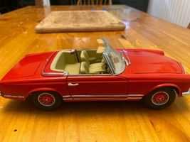1/18 scale die cast model ANSON Mercedes Benz 280 SL convertible red image 3