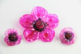 VINTAGE ESTATE MOD HOT PINK CELLULOSE ACETATE PLASTIC FLOWER SET BROOCH ... - $75.00
