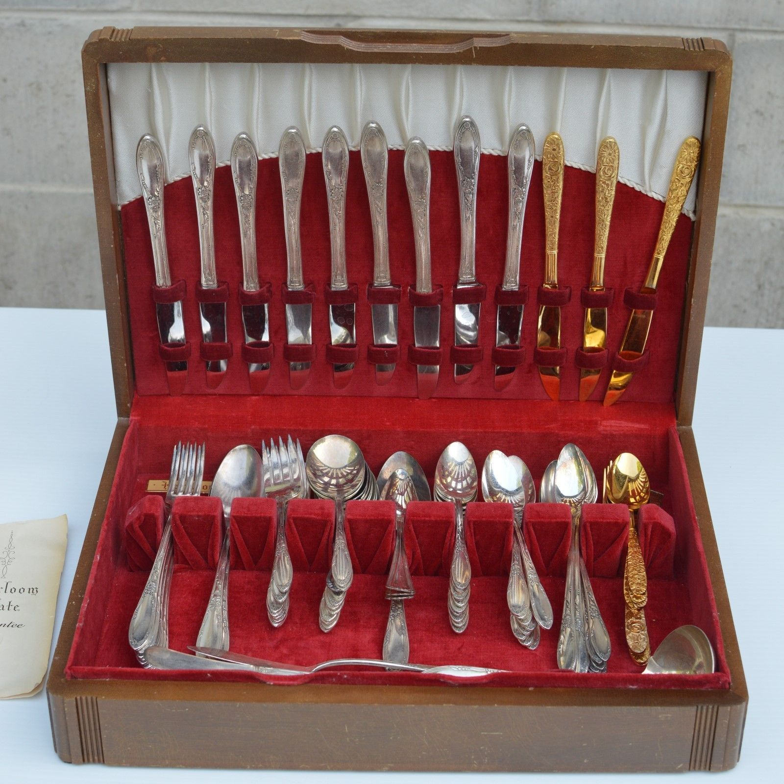 Oneida heirloom plate 84 pc silverware flatware set with for Box for flatware storage
