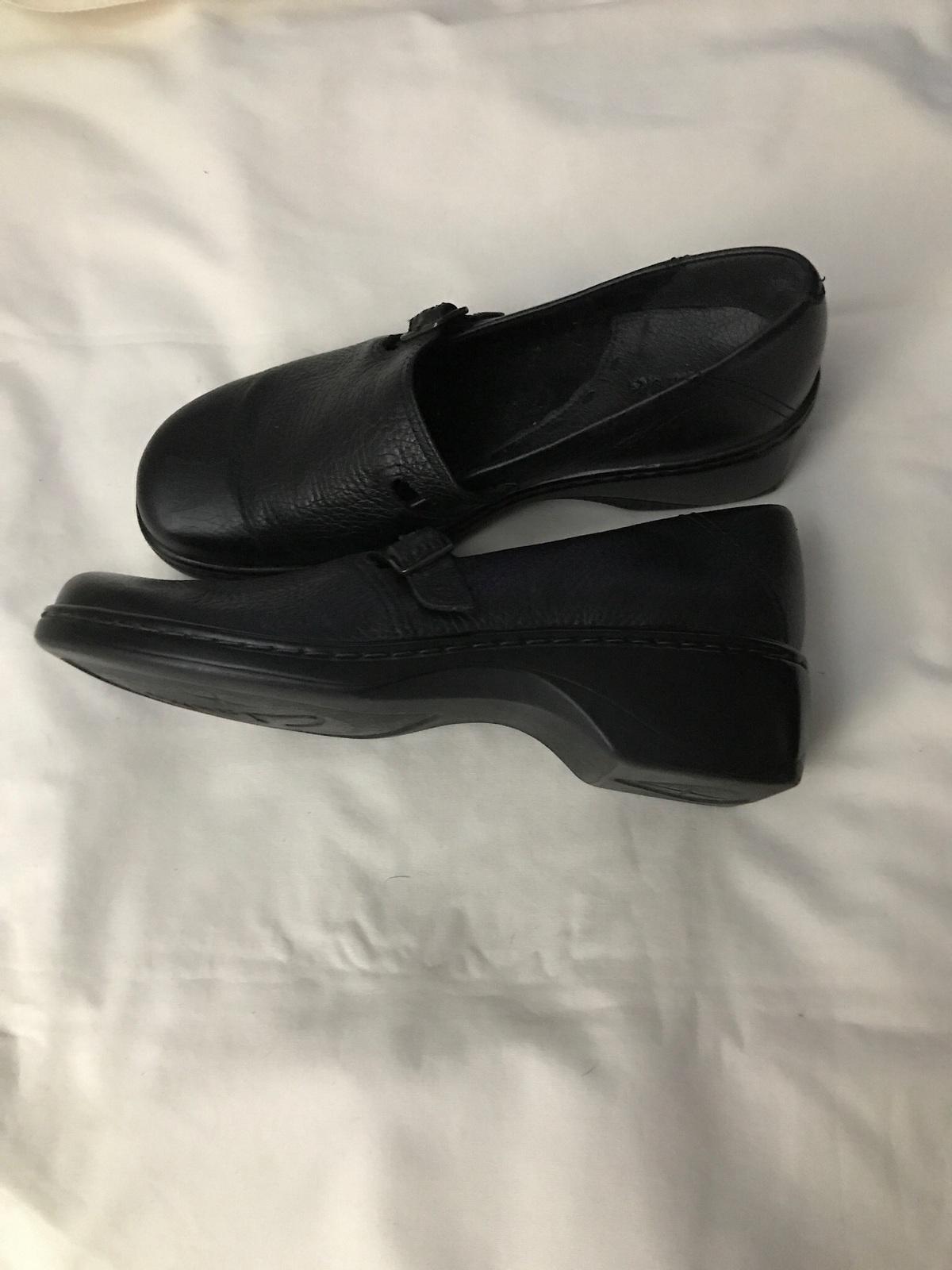 Women's  Clarks Shoes Size 8P