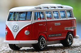 RARE KEY CHAIN VW SAMBA BUS 21 WINDOWS RED & WHITE CAMPER TRANSPORTER PO... - $28.01