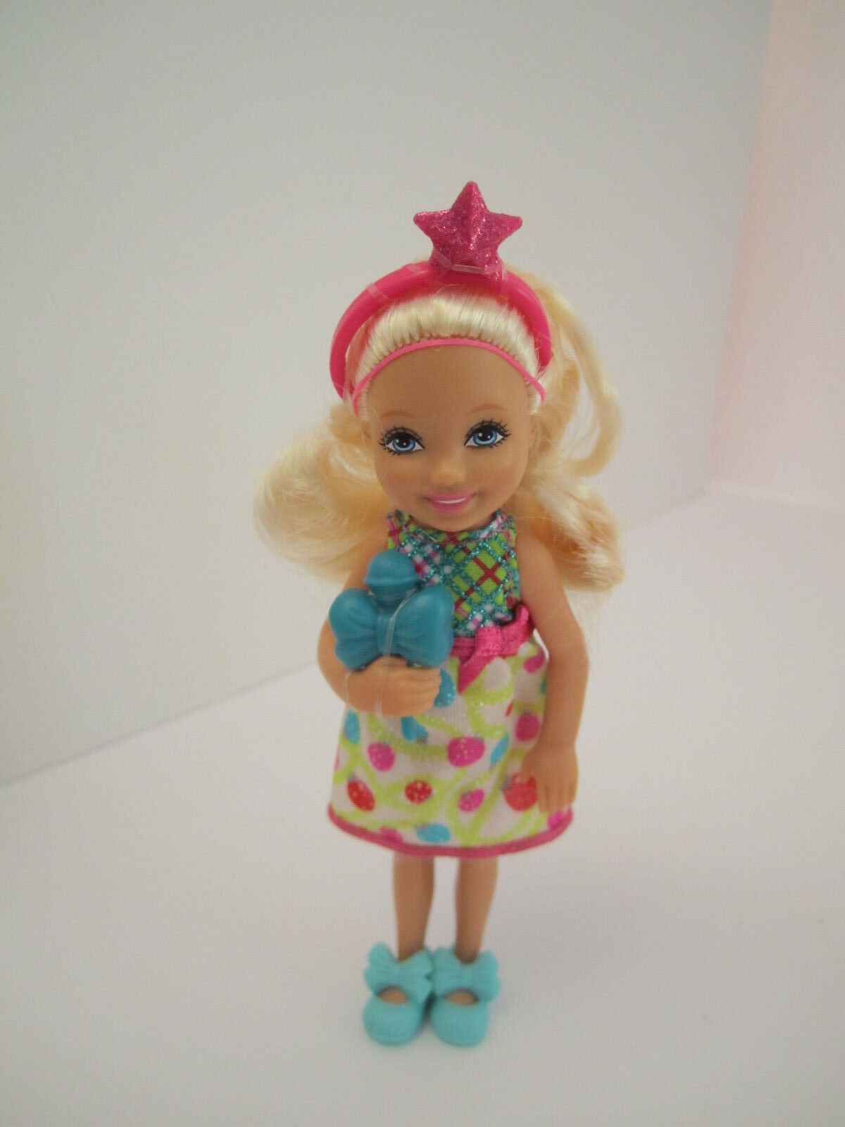 MINT Chelsea doll from Barbie Sisters Giftset A Perfect Christmas 2011