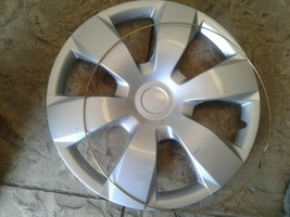 "KT-1000 AFTERMARKET 16"" CENTER WHEEL COVER PIECE HUBCAP HUB CAP. Has scratches."