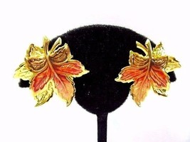 BRIGHT GOLD TONE ENAMEL MAPLE LEAF EARRINGS BRIGHT SHINY DETAILED CLIP ON - $18.00