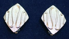 Vintage Sarah Coventry Silver Tone Swirl Design Clip On Earrings Made in U.S.A - $11.29