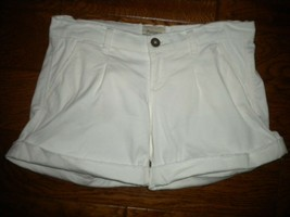 Patience Size 2/26 White Distressed Pleated Cuffed Women Shorts - $12.87